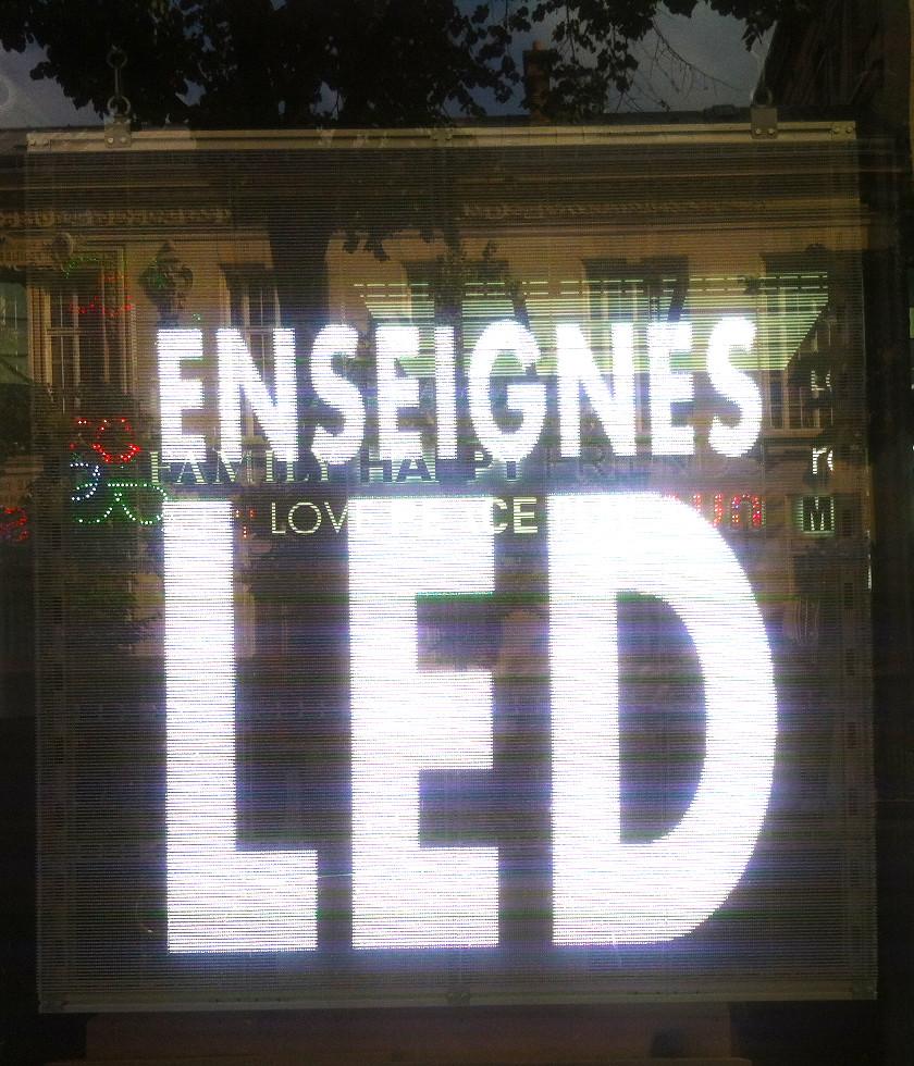 écran led transparent boutique façade